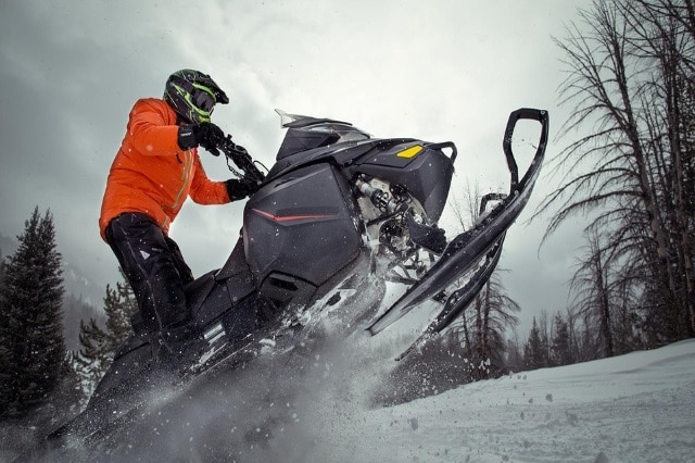 7 Best Snowmobile Batteries (Must Read Reviews) For